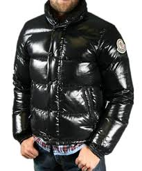 Moncler Everest Classic Winter Down Jacket Zip Collar Black Mens Z5M7