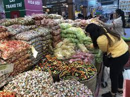 Bánh kẹo Việt Nam bán theo cân ngập tràn siêu thị