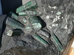 Resultado de imagem para Esmeralda gigante de 360 kg é achada no norte da Bahia