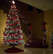 Garland With Red And White Lights A White Lighted Christmas Tree And Lighted Garland Coming