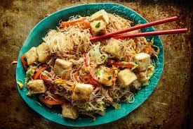 veggie stir fried noodles with crispy