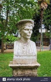 Busto di statista e scrittore Niccolò Machiavelli nei giardini di Villa  Borghese vicino alla scalinata di Piazza di Spagna, Roma Italia Foto stock  - Alamy