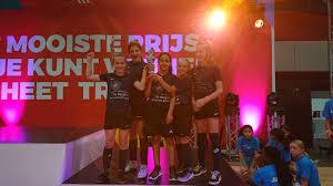 van de 200 basisscholen in rotterdam zijn de hockeymeisjes zijn 4e geworden de voetbalmeisjes 3e en de basketbaljongens 1e supergoed volgend jaar weer