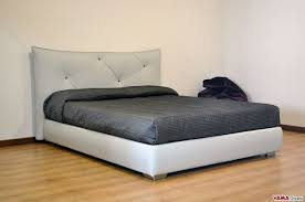 modern upholstered bed. Modern Upholstered Bed