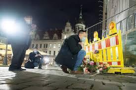 Der verdächtige wurde festgenommen, so die polizei. Kranzniederlegung Fur Die Opfer Der Todlichen Messerattacke Radio Dresden
