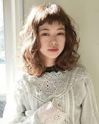 ミディアムもふわふわウェーブパーマがオススメ 素敵な髪形2019
