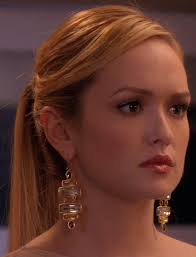 Ivy Dickenss Earrings from Gossip Girl: Rhodes To Perdition #ShopTheShows  #curvio | Gossip girl hairstyles, Gossip girl outfits, Gossip girl