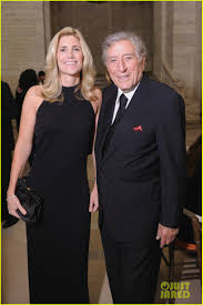 Who is Tony Bennett's Wife? Meet Susan Crow!: Photo 3831252 ...