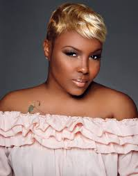 leiloni cooper is a professional makeup artist and master esthetician