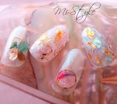 Mieko Hiramatsuさんのネイルデザイン 今流行りの天然石パーツやオ