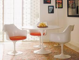 saarinen tulip dining table and saarinen tulip chairs with orange seat pads knollstudio eero saarinen tulip arm chair