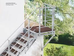 Für die beantragung von fördermitteln der kfw und zuschüssen der pflegekassen benötigen sie zur planung der baumaßnahmen angaben zu baukosten und preisen. Aussentreppen Mit Podest Beliebte Balkontreppe In Den Garten