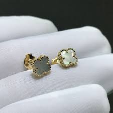 van cleef arpels sweet alhambra earstuds 18k yellow gold with mother of pearl motifs vcara44800