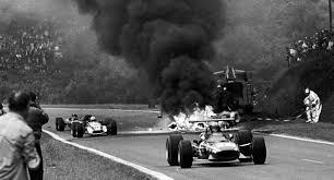 Aber sennas tödlicher unfall löst ein sofortiges umdenken im motorsport aus. Die Todesfalle Die Schwarzen Stunden Der Formel 1 Auto Motor Und Sport