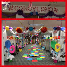 Christmas decoration in office Handmade Wonderfully Decorated Office As Candyland At Christmas Dont Panic Just Hire 25 Christmas Theme Office Decoration Ideas You Just Have To Check