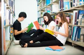 Encouraging IELTS students to read beyond the course book | Collins ELT