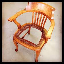 "Myrna Walsh on Twitter: ""Secrets for refinishing with warm glow? @aktorman  My project: old oak teacher's chair. Polished by many bottoms!  http://t.co/laIdso6Dg3"""