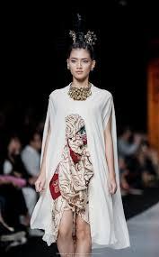 Batik Fashion Designers Indonesia By Era Soekamto Jfw2014 In 2019 Batik Fashion