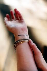 ženské Tetování Na Zápěstí Varianty Výkresů A Jejich Aplikace