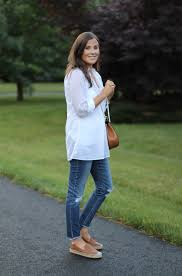 white summer tunic blouse distressed jeans tan leather espadrille flats tan chain strap