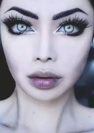 make up shows how to make your eyes appear larger