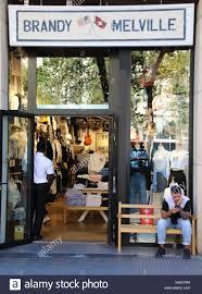 Tienda minorista Brandy Melville visto en Passeig de Gràcia ...