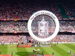 Arabic Wikipedia - ويكيبيديا العربية - يُغطي تاريخ نادي ليفربول لكرة القدم  من عام 1985 وحتى سنة 2017 مراحل عدة، منها مرحلة تعيين كيني دالغليش مُديراً  فنياً، مُروراً بكارثة هيلزبرة، ثم عودة