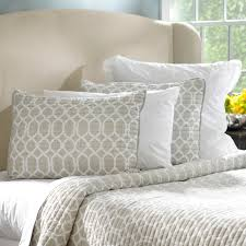 Taupe Bedroom Decorating Berry Taupe Holiday Decorating Ideas That Transcend The Season