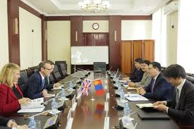 the two sides exchanged views on the cur situation and the actions to take towards enhancing cooperation in the fields of politics economy investment