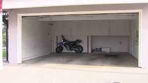 HOA demands homeowners leave garage doors open   abc13.com