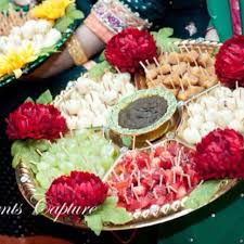 Mehndi Tray Decoration Amazing Thaal Decoration Ideas with Sweets for Different Events 10