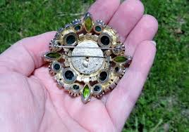 does anyone recognize this maker s mark it s on the back of a vine brooch collectors weekly