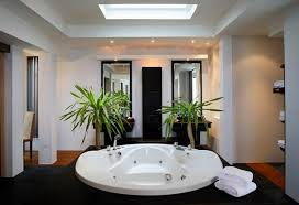 decorate your bathroom using black white