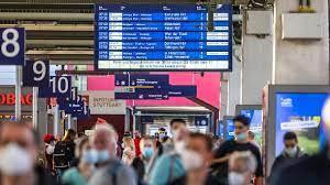 Sowohl züge als auch busse sorgen für die sichere und günstige mobilität von reisenden im nahverkehr. Deutsche Bahn Bundesregierung Stellt Reisende Auf Lange Streiks Ein