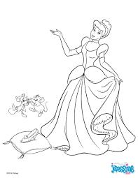 Un Joli Coloriage De La Belle Robe De Cendrillon Un Dessin Qui
