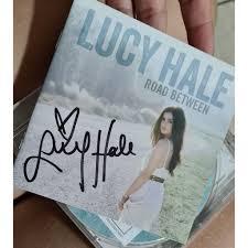 CD Road Between Lucy Hale autografado