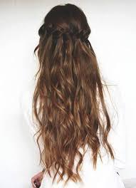 Très Agréable Coiffure Cheveux Longs Avec Couronne De