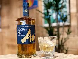 世界5大ウイスキーをブレンド!? 大胆かつ個性的なウイスキー「碧Ao」とは? – 食楽web