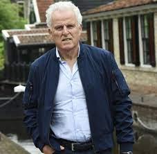 Peter R. de Vries: Tausende erweisen ermordeten Reporter die letzte Ehre -  WELT