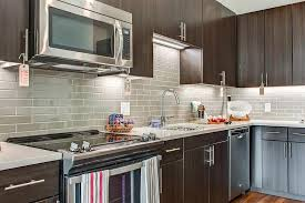 a kitchen or kitchenette at el camino in mounn view by synergy