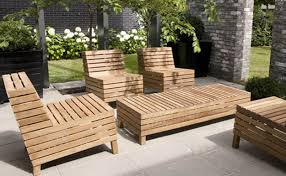 how to re wood garden furniture