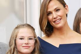 jennifer garner shares how she feels about her 13 year old daughter wearing makeup