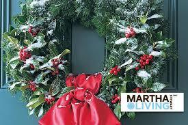 Make a Holly Wreath