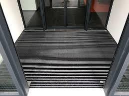 Im grunde besteht ein fußboden aus drei schichten: Eingangsmatten Und Nachleuchtende Sicherheitsmatten Nullbarriere