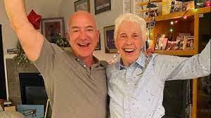 Jeff Bezos: 82-jährige Wally Funk darf mit ins All - wo sie immer hin  wollte