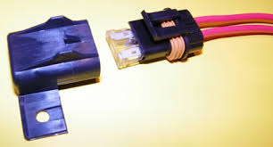 volvo harness parts << this waterproof fuse holder uses a standard blade fuse ato atc type same as original on a 240 fender fuse holder pictured at right >>>