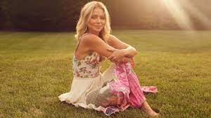 Kelly Ripa Is Writing Her First-Ever ...