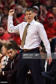 Loyola-Chicago Ramblers Head Coach Porter Moser reacts to a play... News  Photo - Getty Images