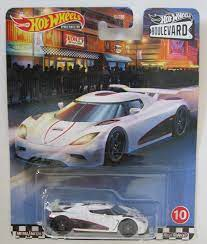Hot Wheels Koenigsegg Agera R White RR HW Premium Boulevard1:64: Amazon.de:  Spielzeug