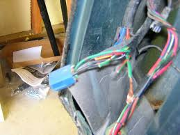96 tracker what are these wires behind the d side tail light mystery wires behind d side tail light jpg 43 11 kb 640x480 viewed 387 times 02 chevy tracker